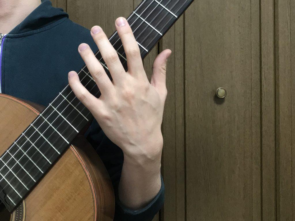 左手のリラックス 肘を曲げる